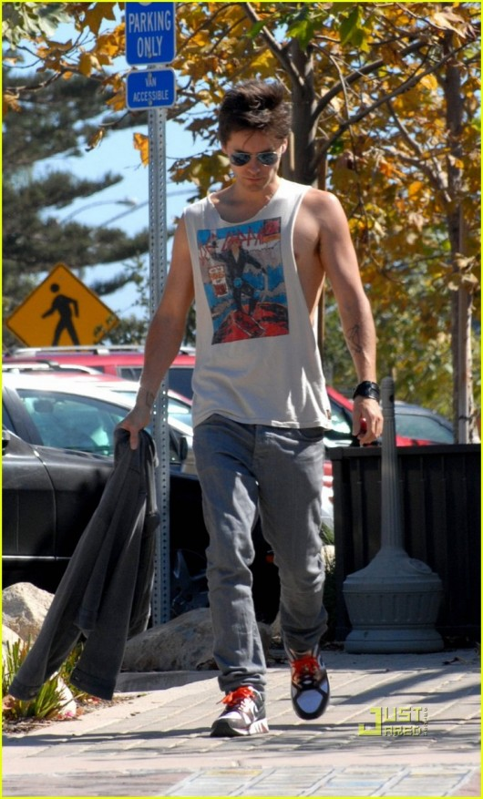 Jared Leto Having Lunch At Cross Creek Shopping Center On September 6, 2009 In Malibu, CA