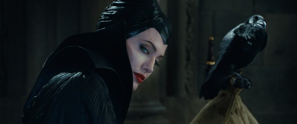 maleficent-angelina-jolie-21-600x250