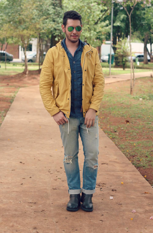 look parka amarela e jeans