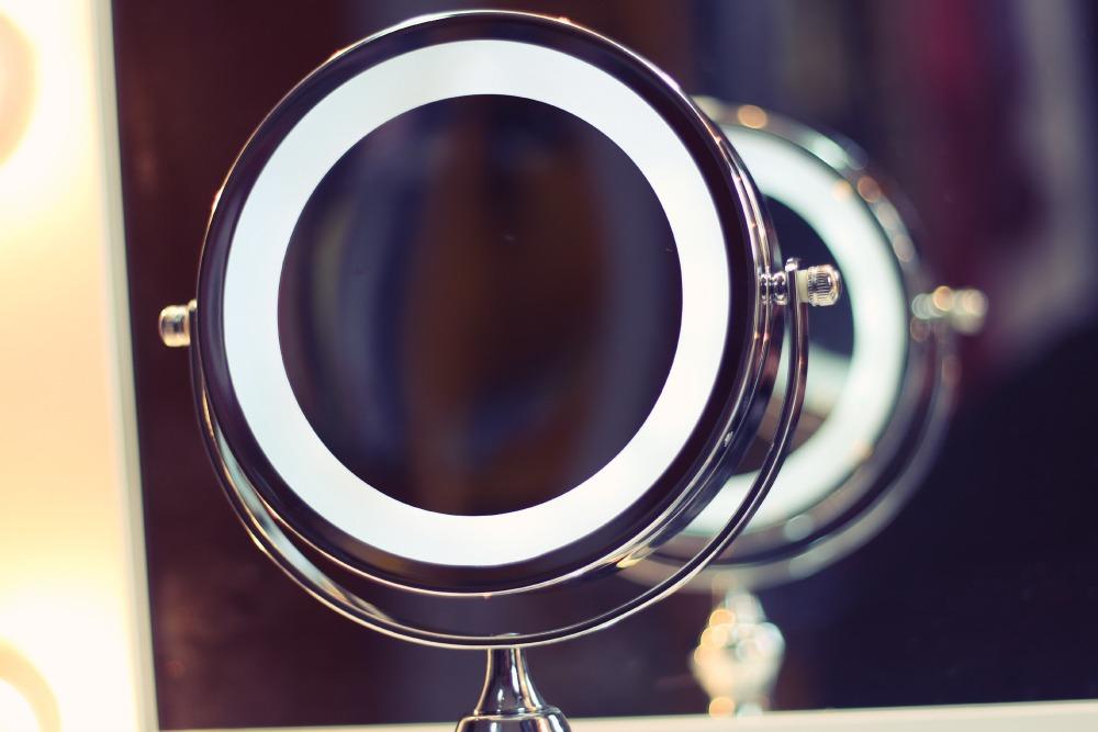 espelho de aumento com luz