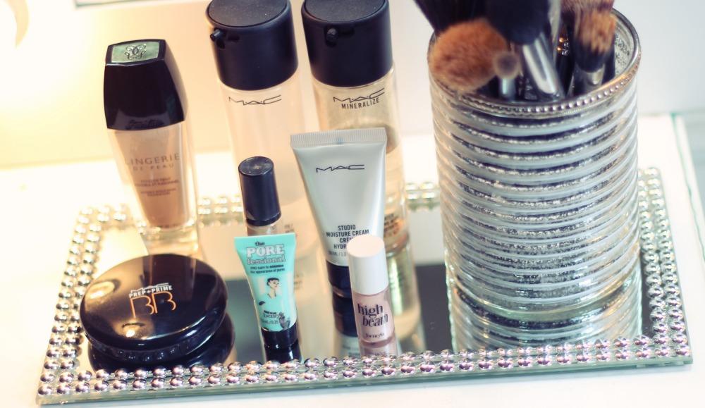 penteadeira decoracao bandeja perfumes produtos makeup terapia store
