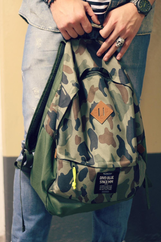 mochila masculina camuflada HM