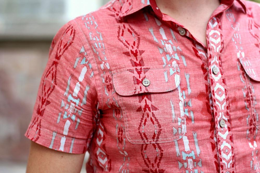 Detalhe camisa etnica