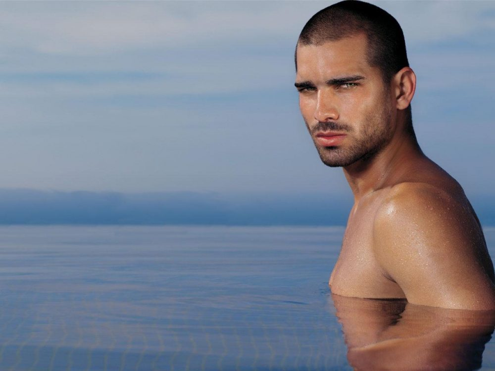 model-sexy-man-in-water