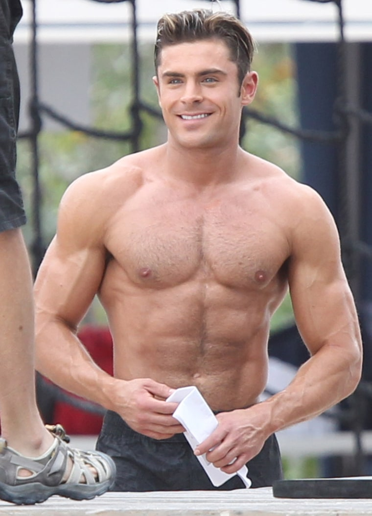 zac-efron-shirtless-baywatch-f8be205c-0643-4f6c-92ab-7c309460c0dc