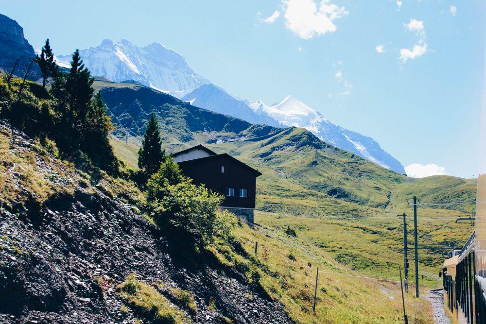 melhor-montanha-para-se-visitar-na-suic%cc%a7a-como-chegar-guia-valores-topo-do-mundo-luh-estilo-bifasico-12
